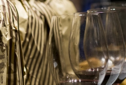¿Cómo llegar al mostrador de las vinotecas?