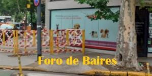 Màs calles rotas enfrente de la Plaza Unidad Latinoamericana