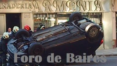 Un auto chocó en Scalabrini Ortíz y Cabrera, y voló como un Trompo