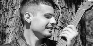 "Entrevista en Audio a Alex Cannas, músico de Pop-Rock quien hoy presenta ""Apolo 22"""