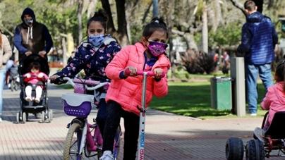 Desde ayer Lunes los chicos ya pueden disfrutar todos los días de los parques y plazas de la Ciudad