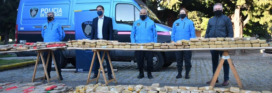 Santilli, D'Alessandro y Berard participaron de la quema de más de 2.000 kilos de marihuana